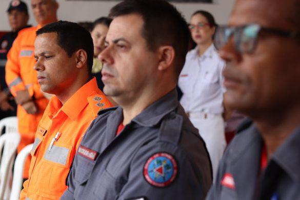 DOM FÉLIX CELEBRA NO BATALHÃO DOS BOMBEIROS MILITAR