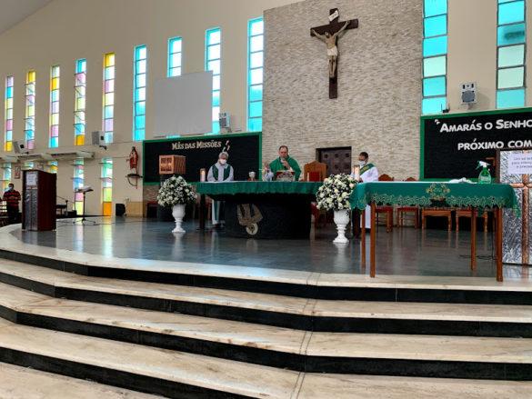 Acolhida das Irmãs Azuis na Paróquia de Lourdes