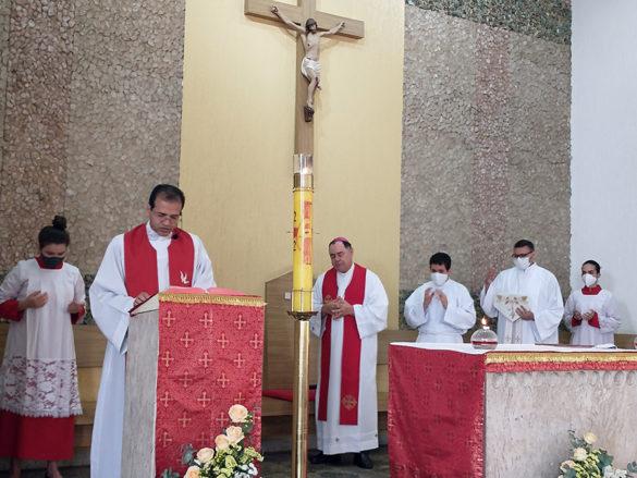 Dom Félix faz Crismas na Paróquia Santa Terezinha