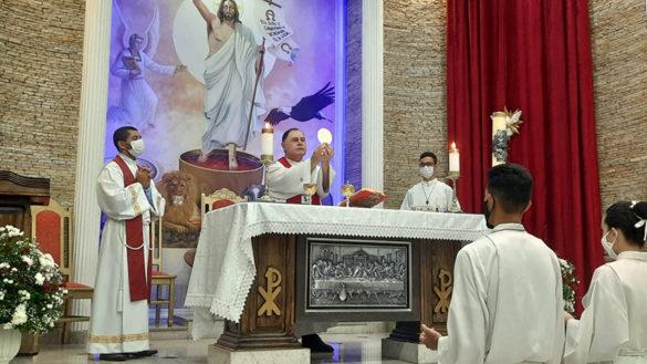 Dom Félix faz Crismas na Paróquia Santa Rosa de Lima