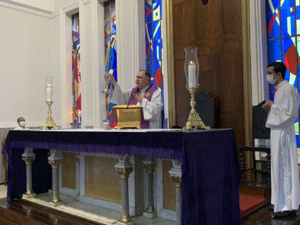 Missa em sufrágio da alma do Pe. Luzimar na Catedral