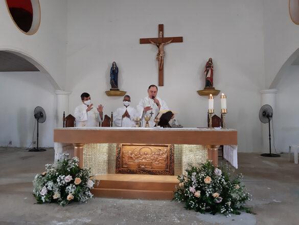 Dom Félix faz Crismas na Paróquia do Trevo