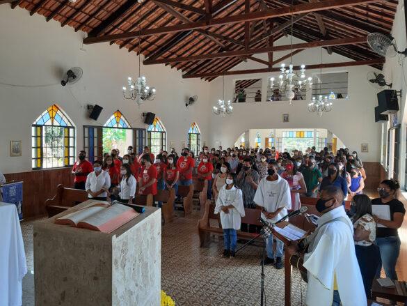 Dom Félix faz Crismas na Comunidade do Chonin
