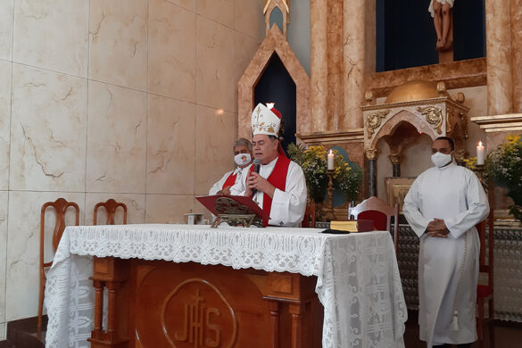 Dom Félix faz Crismas em Paróquia de Resplendor