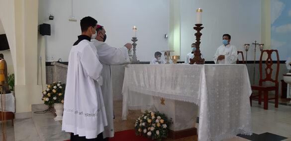 Dom Félix faz Crismas na Paróquia de Coroaci