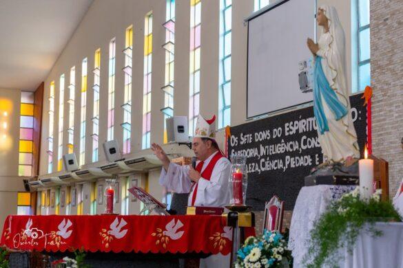 Dom Félix faz 35 Crismas na Paróquia de Lourdes