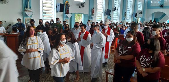 Dom Félix celebra a Crisma em Tronqueiras