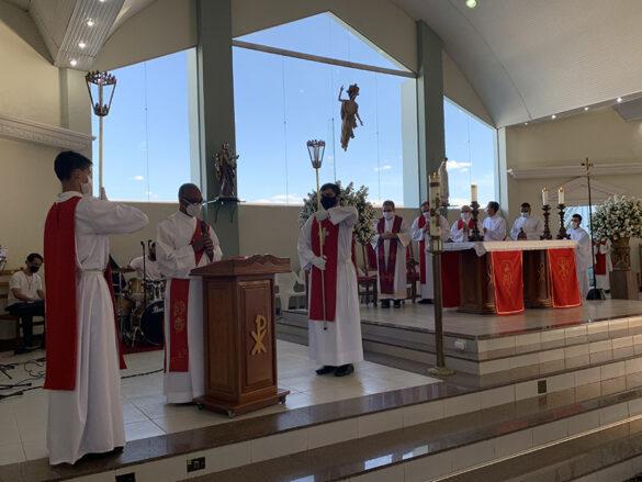 Dom Félix faz Crismas na Paróquia Cristo Redentor