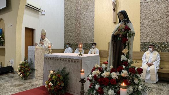 Dom Félix celebra Missa na Novena de Santa Terezinha