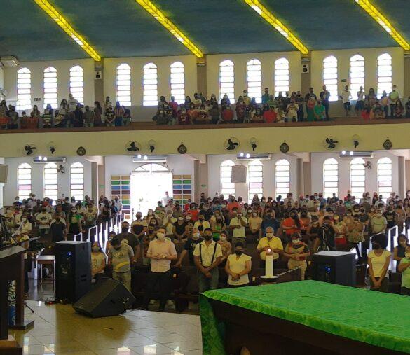 Dom Félix celebra Missa no 31º Cenáculo da RCC-GV