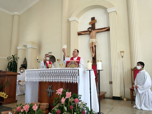 Celebração da Crisma na Paróquia Santa Efigênia
